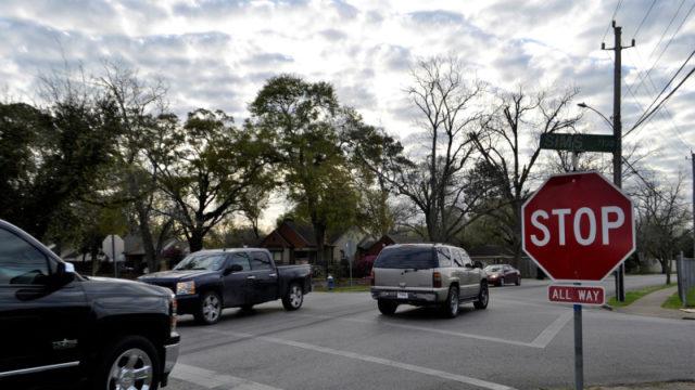 画像:アメリカの車道と標識